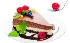 La ricetta della cheesecake ai tre cioccolati di Cotto e Mangiato