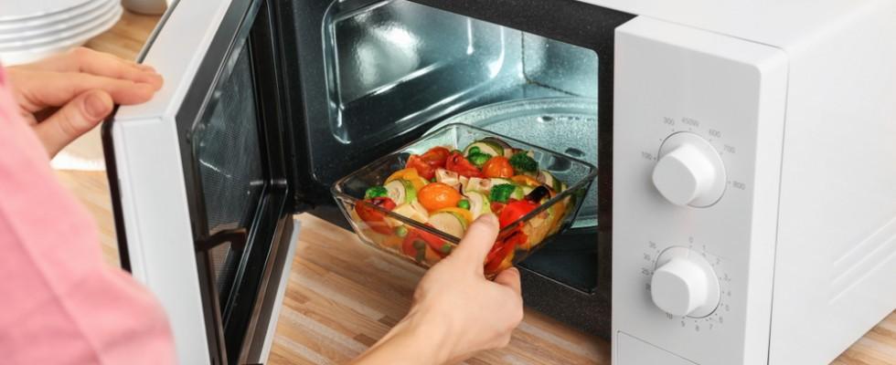 Tradotto per voi: 10 cibi che non sapevi di poter cuocere nel forno a microonde