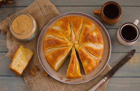 Torta di pere e yogurt: la merenda è in tavola