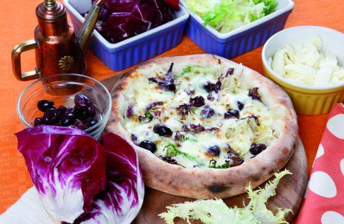 Pizza con scarola riccia e radicchio