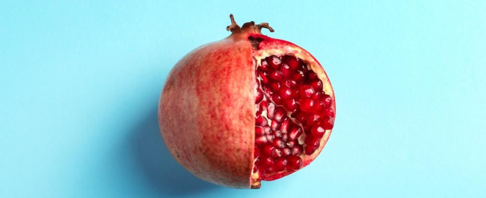 Bello, colorato e superfood: tutte le proprietà del melograno