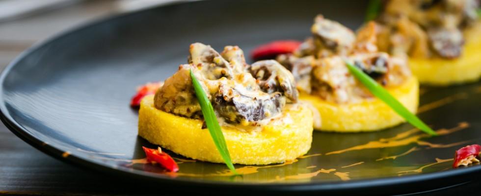 7 antipasti con polenta sfiziosi e veloci da preparare