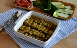 Involtini di zucchine con mozzarella e prosciutto cotto