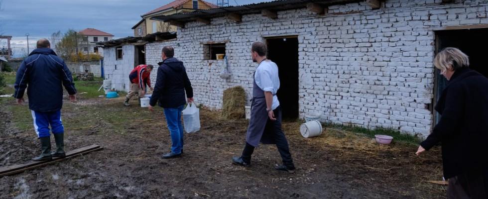 Gli chef albanesi si uniscono in una cena di beneficenza per il terremoto del 2019