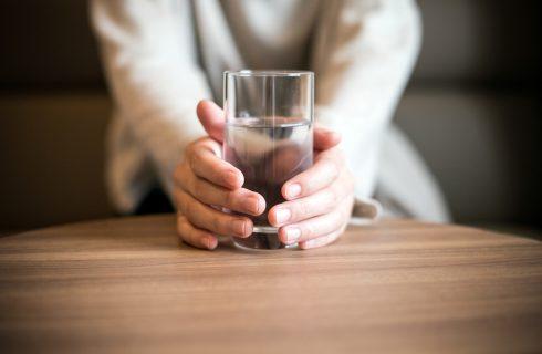 Miti da sfatare: bere troppa acqua fa male?