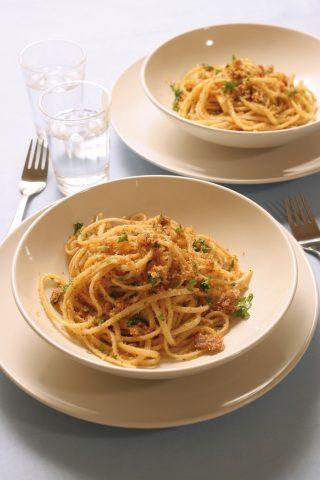 Spaghetti con acciughe e pangrattato al bimby