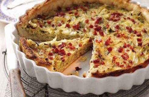 Torta salata con cavolfiore, cipolla e pancetta