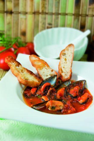 Zuppa di cozze e pomodoro: preparate i crostini!