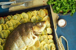 Carpa al forno con patate