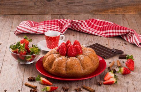 Ciambellone cioccolato e fragole