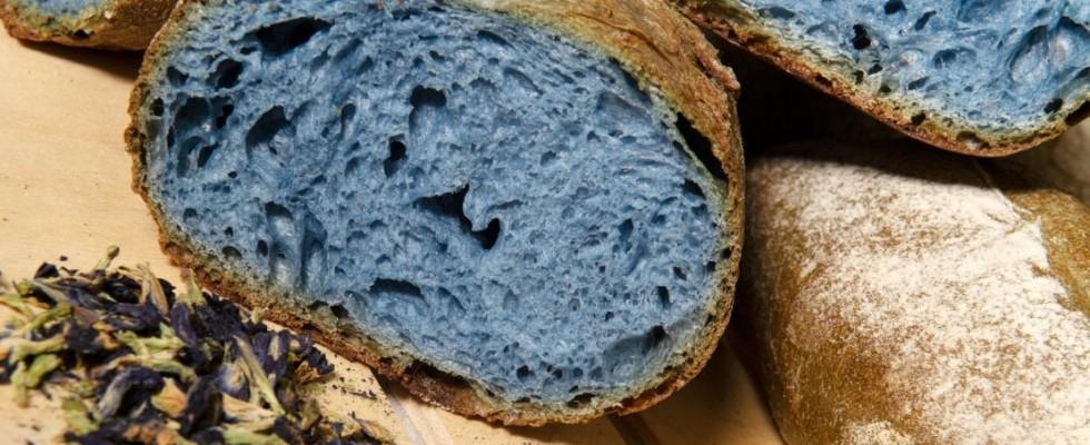 Il pane diventa blu per la Milano Fashion Week