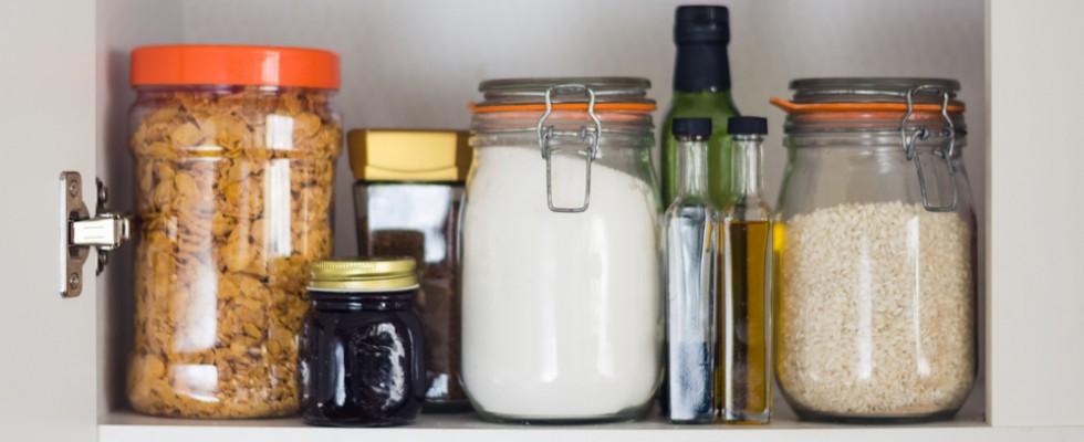 La dispensa diventa longeva: gli alimenti che durano di più