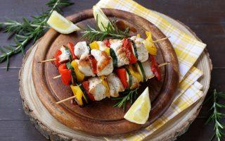 Spiedini di pollo e verdure in padella: facilissimi