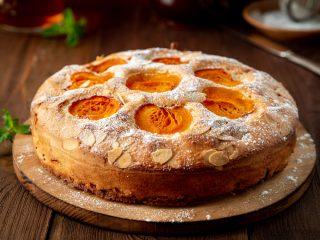 Torta albicocche e mandorle