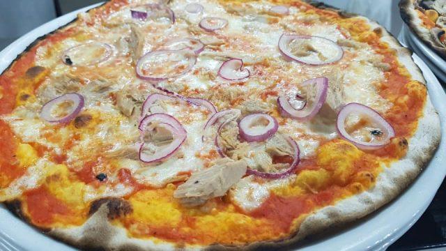 Pizza Rossa Tonno e Cipolle di Sami