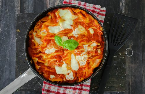 Lasagne in padella con prosciutto e mozzarella