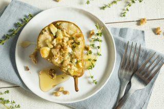 Pere al forno con gorgonzola e noci
