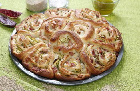 Rose di pizza con zucchine e prosciutto