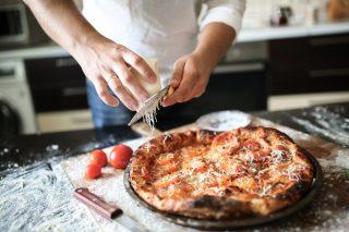Se fai (bene) la pizza a casa, puoi vincere un corso professionale