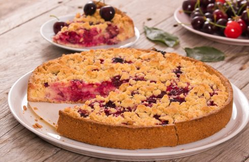 Torta sbriciolata di ciliegie