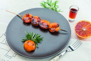 Spiedini di albicocche al profumo  di rosmarino e agrumi
