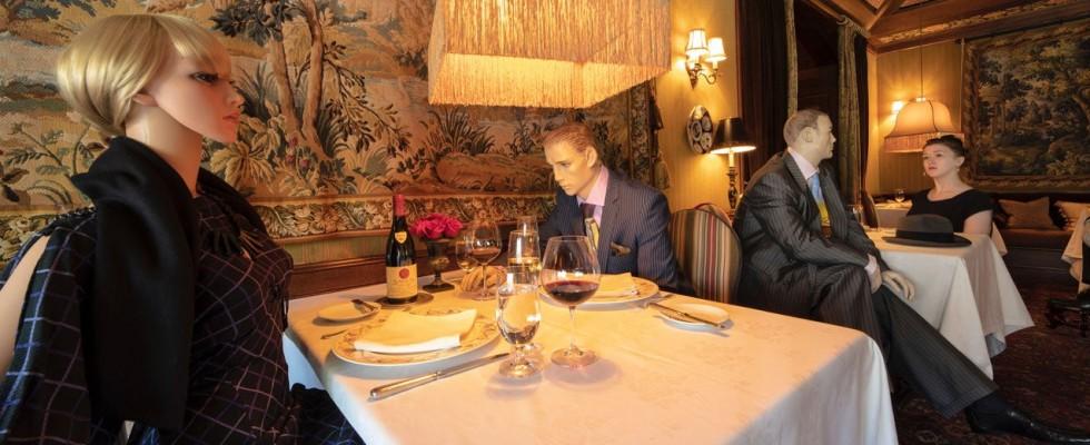 Un ristorante 3 stelle Michelin aggiunge manichini per sembrare meno vuoto