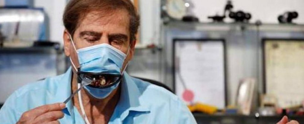 In Israele nasce la mascherina che si apre per mangiare e bere