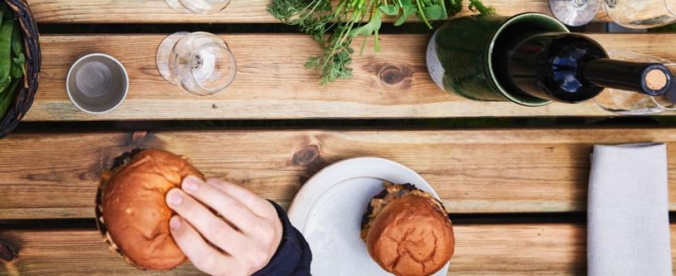 Noma a Copenhagen riapre come burger e wine bar