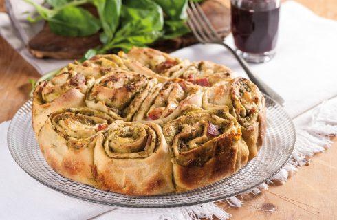 Torta di rose salata, pesto mozzarella e prosciutto