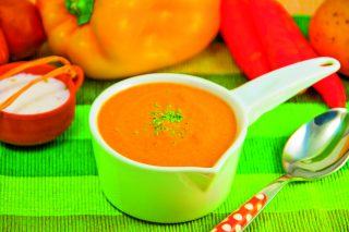 Zuppa di peperoni gialli e carote