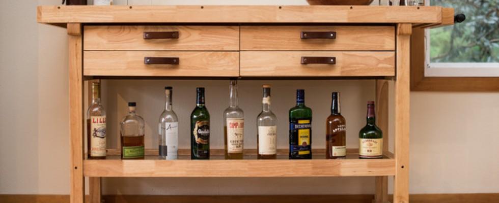 Le bottiglie che non devono mai mancare in un mobile bar perfetto