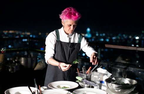 Airbnb lancia Cooking Online Experiences e Cristina Bowerman fa le prime lezioni