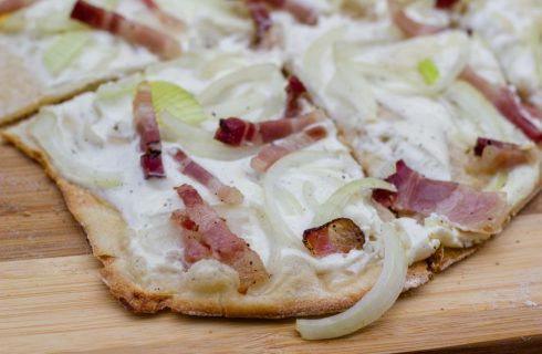 Flammkuchen: la pizza croccante dell'Alsazia