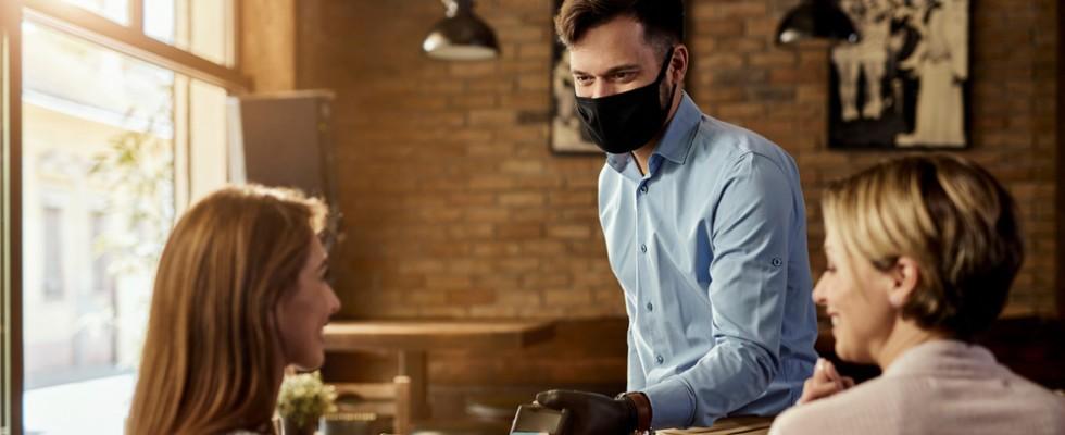 Vi racconto com'è davvero fare il cameriere dopo il lockdown