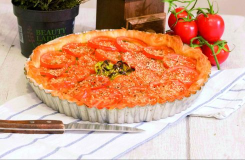 Torta salata di porri e pomodori vegana