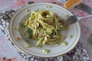 Linguine al pesto di finocchietto: una quasi pasta con le sarde