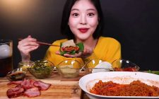Mangiare in video per rilassare: è l'ASMR