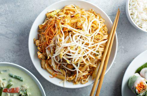 Pad thai con pollo