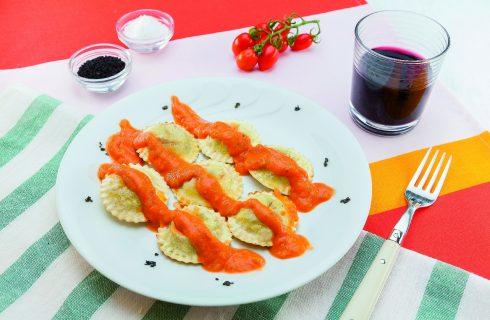 Ravioli al barbecue con salsa di pomodori grigliati