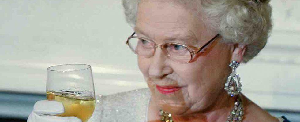 God Save the Gin: la Regina Elisabetta ha lanciato il suo distillato