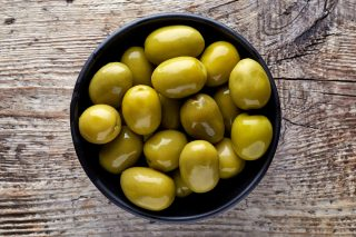 How to: come preparare le olive in salamoia