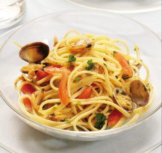 Spaghetti con vongole e peperoni