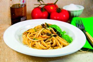 Spaghetti filanti con zucchine: primo piatto goloso