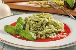 Tagliatelle di basilico al pomodoro: la pasta all'uovo ma verde