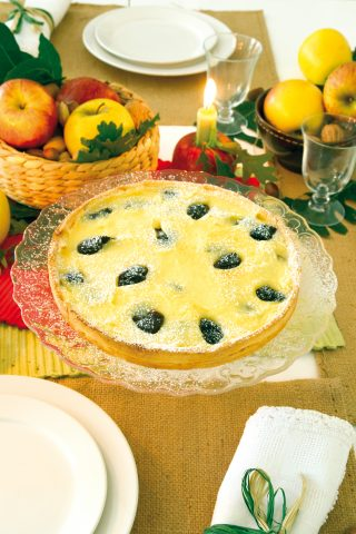 Torta con crema e prugne