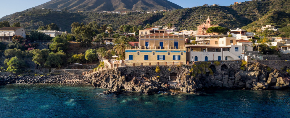 Salina: 8 hotel per una fuga a settembre nell'isola verde ...