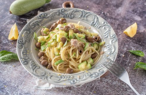 Spaghetti al tonno con zucchine