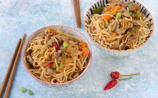 Noodles con maiale in agrodolce, ispirazioni d'oriente