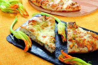 Pizza con fiori di zucca e alici, la ricetta di Gabriele Bonci