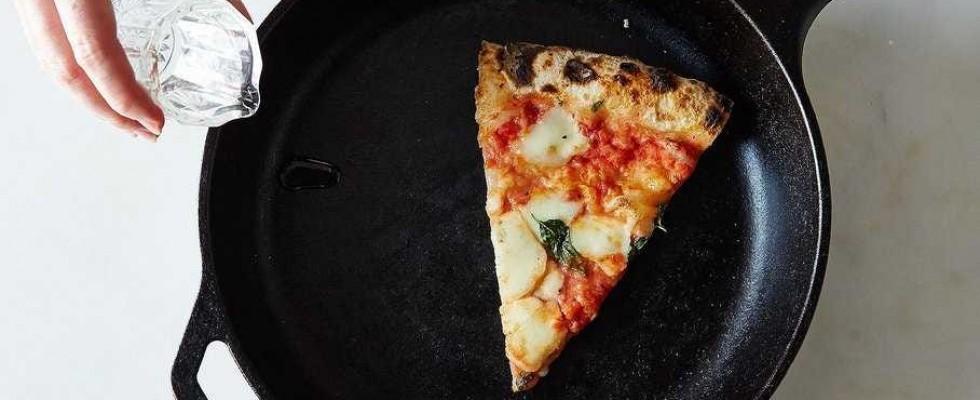 6 modi infallibili per riscaldare (bene) la pizza